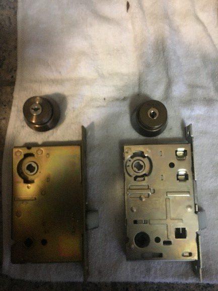 部品(左:既存品、右:取付品)